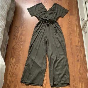 Olive green wide leg romper 💚 NEW